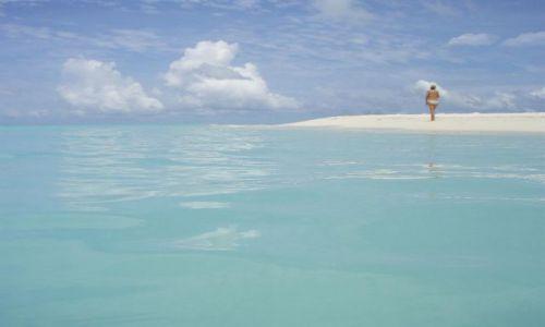 Zdjęcie MALEDIWY / Ari Atoll / Ari Atoll / kobieta na plaży