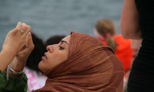 Zdjecie MALEDIWY / Wyspa Bandos / na statku wycieczkowym / Muzulmanka