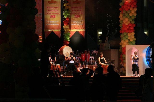 Zdj�cia: Kuala Lumpur, Po�egnanie 2007 roku - Japo�scy b�bniarze, MALEZJA