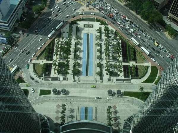 Zdjęcia: Kuala Lumpur, Skrzyżowanie pod Petronas Towers, MALEZJA
