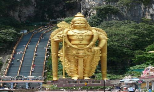 Zdjęcie MALEZJA / Kuala Lumpur / jaskinie Batu / wiara hinduska wymaga... wysiłku