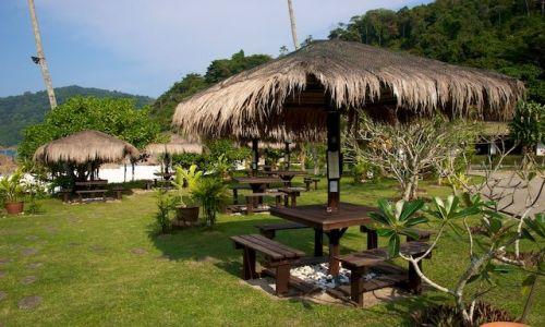 Zdjecie MALEZJA / East Coast / Redang Island / Laweczki przy plazy (Redang, Malaysia)