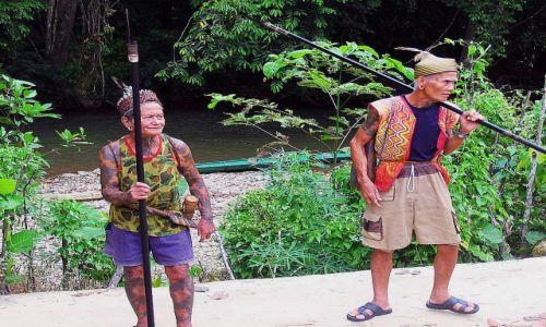 MALEZJA / Borneo / Sarawak / Wódz i szaman wioski plemienia Iban