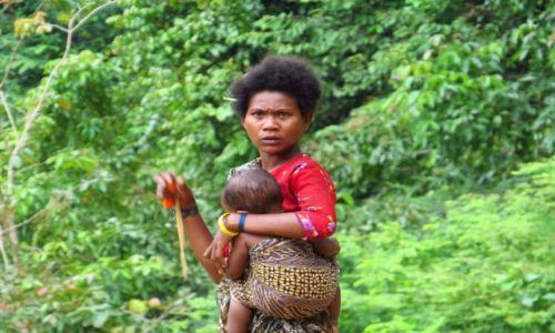 MALEZJA / Taman Negara / Park Narodowy / Kobieta z plemienia Bateków