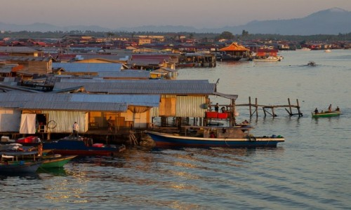 Zdjęcie MALEZJA / Borneo / Semporna, pływająca wioska / W Sempornie świta