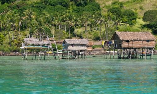 MALEZJA / Borneo / Archipelag Semporna, Bodgaya / Domy na wodzie