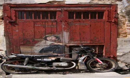 MALEZJA / Penang / Georgetown / I klasyka :-) Chłopiec na motocyklu