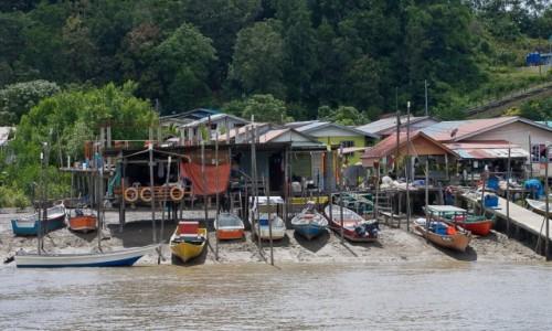 MALEZJA / Borneo / Bako / Pojazd przy każdej posesji