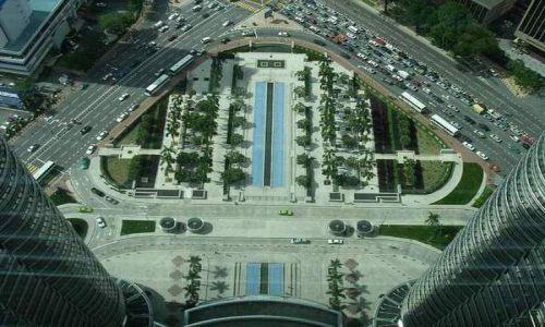 Zdjęcie MALEZJA / brak / Kuala Lumpur / Skrzyżowanie pod Petronas Towers