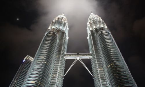 MALEZJA / Kuala Lumpur / Petronas Twins Towers / Noc w wielkim miescie...