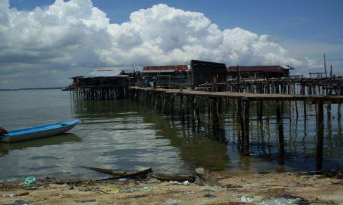 Zdjęcie MALEZJA / Sabah / Borneo-Berhala / ... na palach, na wodzie, czyli .... na swoich śmieciach....