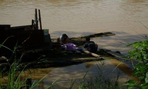 Zdjęcie MALEZJA / Sabah / Borneo-Sukau-okolice / ... pranie ...