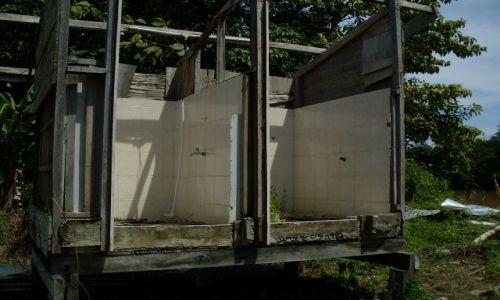 Zdjęcie MALEZJA / Sabah / Borneo-Sukau-okolice / ... nie umywa się ...
