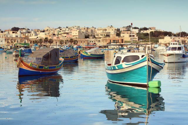 Zdjęcia: Marsaxlokk, wschodnie wybrzeże, Chłodny wieczór w Porcie Marsaxlokk, MALTA