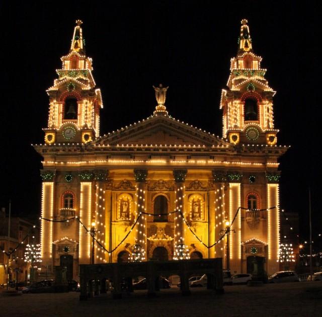 Zdjęcia: Floriana, Valletta , Odświętne światełka , MALTA