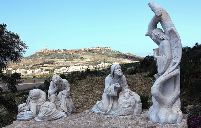 Zdjęcia: Bazylika Ta' Pinu, Wzgórze Għammar Hill, Gozo, Stacja drogi krzyżowej, MALTA