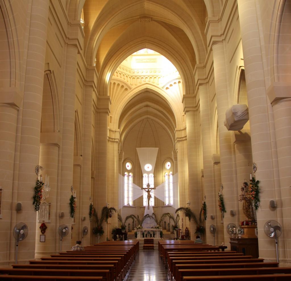 Zdjęcia:  Gnajnsielem, Gozo, Kościół parafialny pw. św Małgorzaty z Antiochii, wnętrze, MALTA