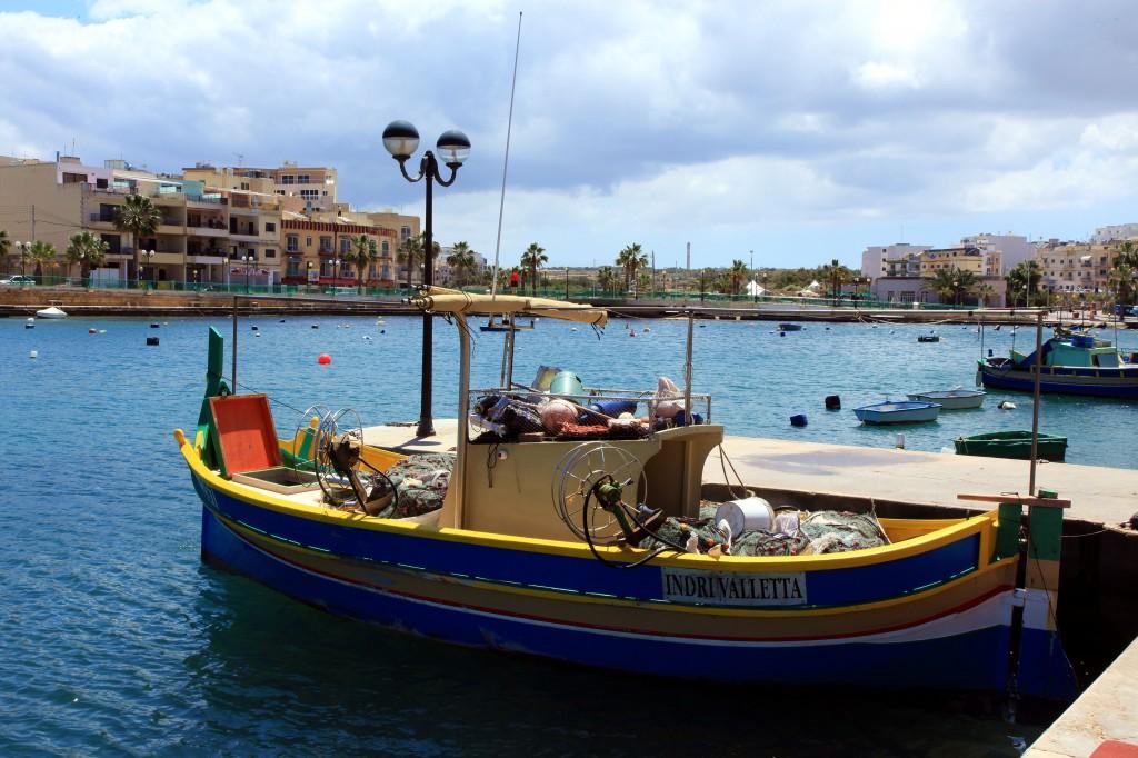 Zdjęcia: Marsaskala, Malta Południowo-wschodnia, Łódka luzzu, MALTA