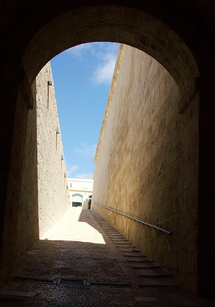 Zdjęcia: Fort Saint Angelo, Birgu, czyli Vittoriosa, Wyjście z mroku, MALTA