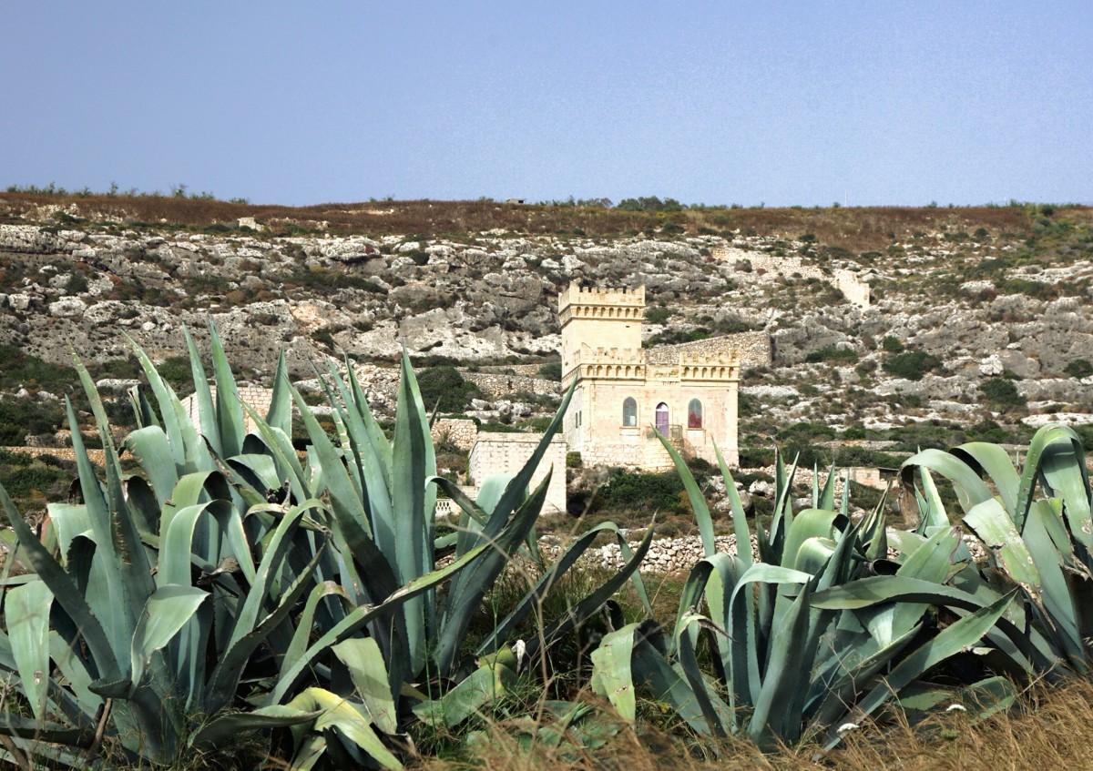 Zdjęcia: Għar Lapsi , Siġġiewi, Zamek na pustkowiu, MALTA