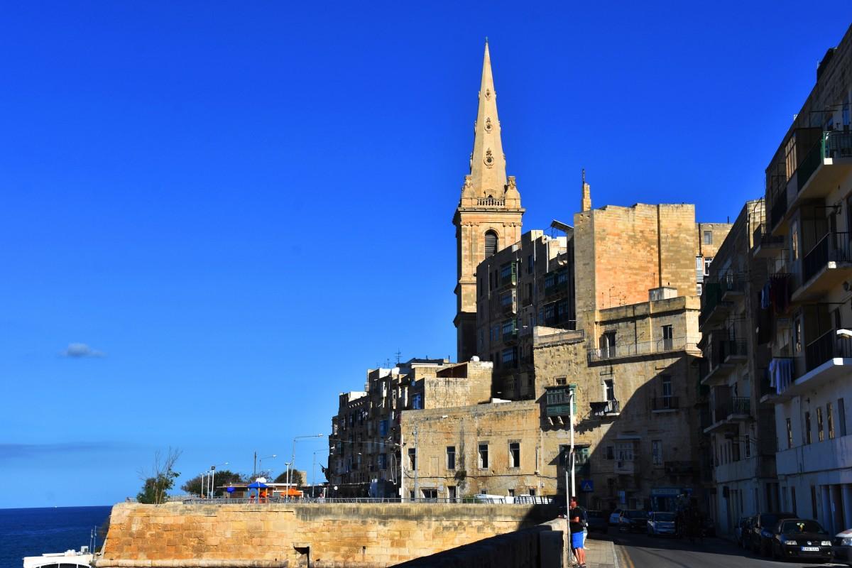 Zdjęcia: Valletta, wschodnie wybrzeże, Nad zatoką Marsamxett, MALTA