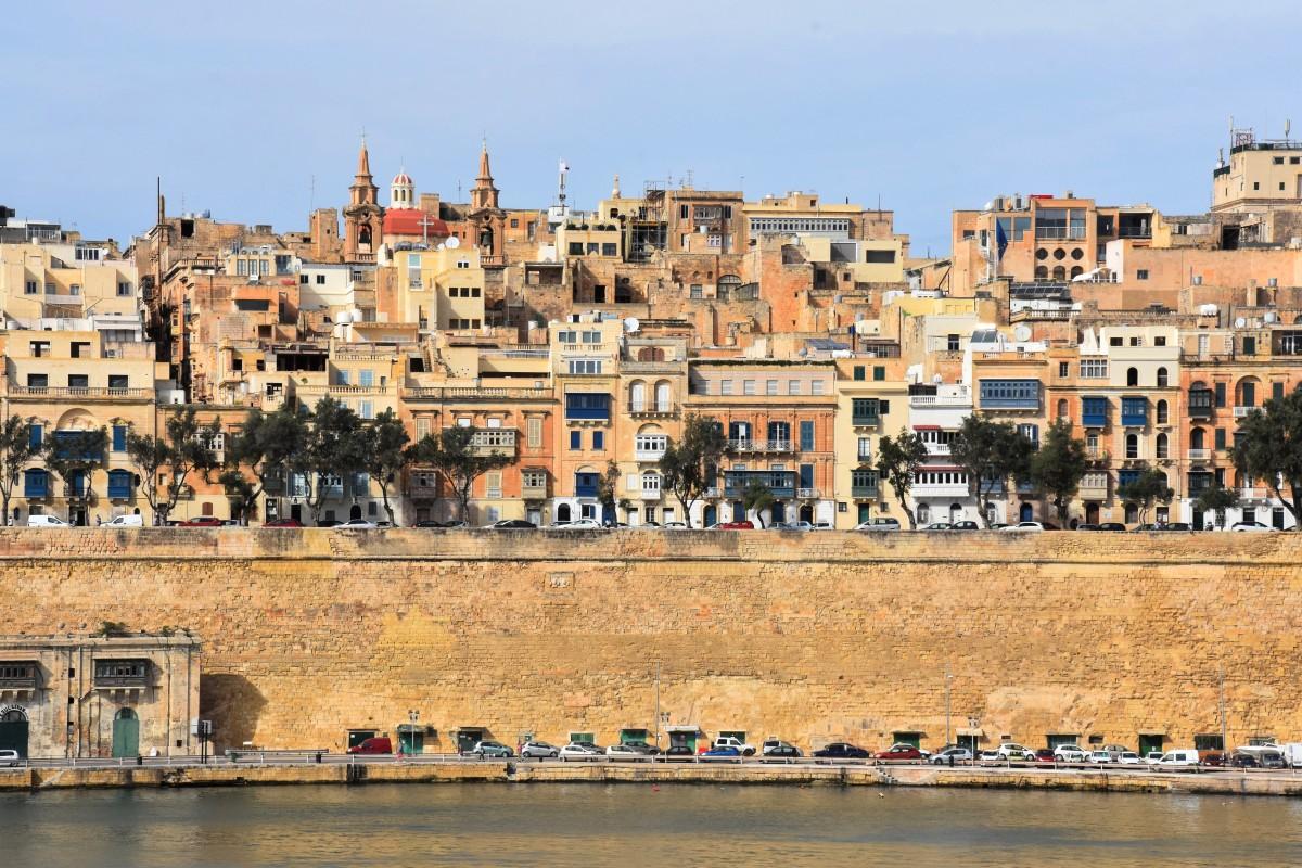 Zdjęcia: Birgu , wschodnie wybrzeże, Widok na Vallettę od strony Birgu, MALTA
