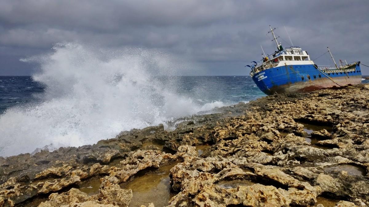 Zdjęcia: Qawra Point Beach, Qawra, zły kurs..., MALTA