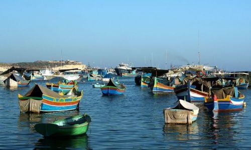 MALTA / Gozo / Marsaxlokk / Łódki w Marsaxlokk