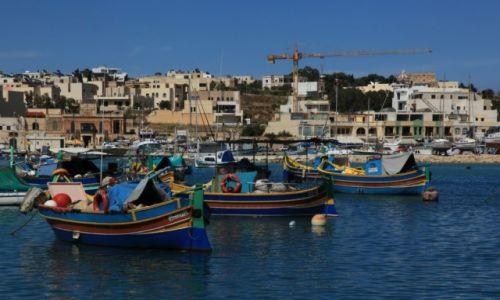 Zdjecie MALTA / Marsaxlokk / Port rybacki / Ile tutaj luzzu...
