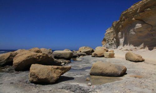 Zdjęcie MALTA / Gozo / Marsalforn / Na brzegu