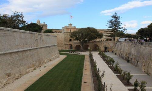 Zdjecie MALTA / Malta środkowa / Rabat / Pomiędzy murami