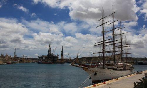 Zdjęcie MALTA / Valletta  / Port / Morskie obłoki