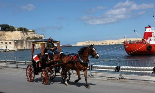 Zdjęcie MALTA / Valletta  / Bulwar / Dwie epoki