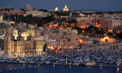 Zdjecie MALTA / Malta / Valetta / Zmrok nad Vittoriosą