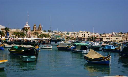 Zdjecie MALTA / Marsaxlokk / Marsaxlokk / Charakterystyczne maltańskie łódeczki