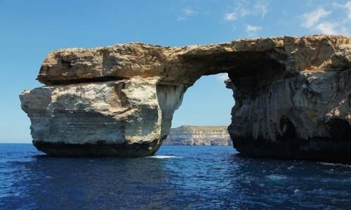 MALTA / Gozo / Dwejra  / Okno z widokiem, czyli widok na okno