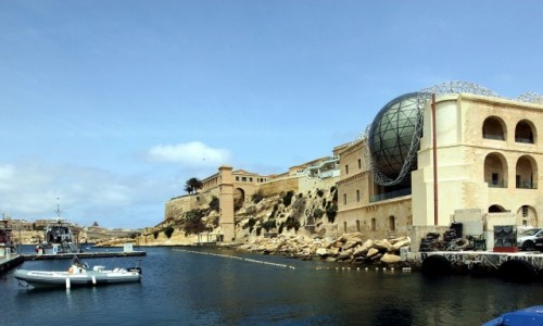 Zdjęcie MALTA / Birgu, czyli Vittoriosa / Fort Saint Angelo / Widok na Mediterranean Film Studios w Kalkara