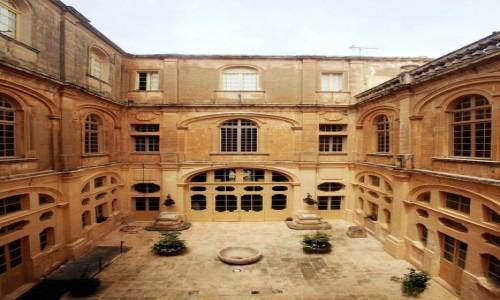 Zdjęcie MALTA / Mdina / Muzeum katedralne / Dziedziniec