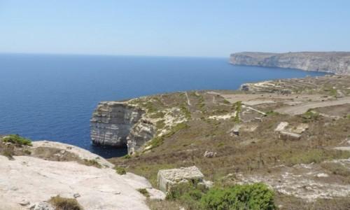 Zdjecie MALTA / Gozo / Klify przy Xlendi Bay / Klify przy Xlendi Bay