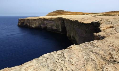 MALTA / Gozo / Wied il-Mielah  / Spacer brzegiem