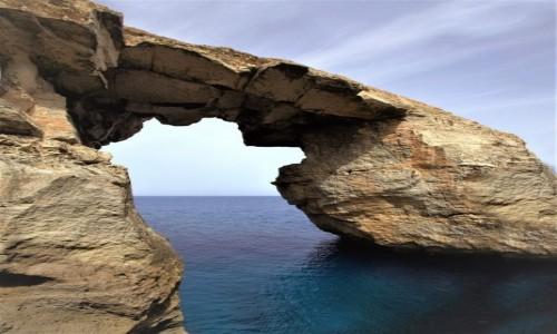 Zdjęcie MALTA / Gozo / Wied il-Mielaħ / Łuk skalny