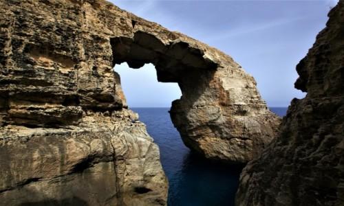 Zdjecie MALTA / Gozo / Wied il-Mielaħ / Łuk skalny, w poziomie