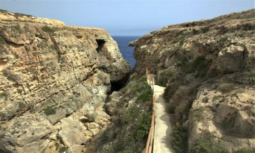 Zdjecie MALTA / Gozo / Wied il-Mielaħ / Droga do łuku skalnego