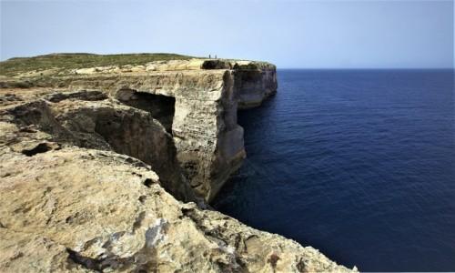 Zdjęcie MALTA / Gozo / Wied il-Mielaħ / Łuk skalny widok z góry