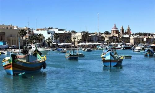 Zdjęcie MALTA / Marsaxlokk / Port rybacki  / Na kotwicy