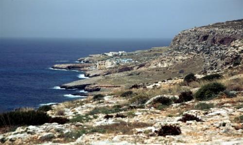 Zdjęcie MALTA / Siġġiewi  / Għar Lapsi / Poszarpany brzeg
