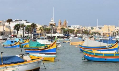Zdjęcie MALTA / wybrzeże wschodnie / Marsaxlokk / Zatoka w Marsaxlokk