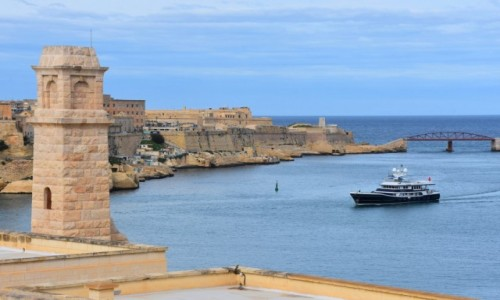 Zdjęcie MALTA / północne wybrzeże / Vittoriosa / Widok na Vallettę z fortu St. Angelo