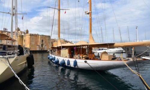MALTA / wschodnie wybrzeże / Vittoriosa / W porcie w Vittoriosa ( Birgu)