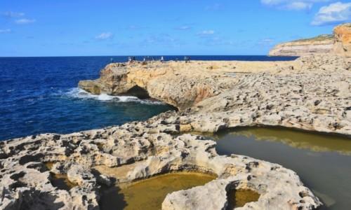 MALTA / wyspa Gozo / południowo-zachodnie wybrzeże Gozo / Skaliste wybrzeże na wyspie Gozo
